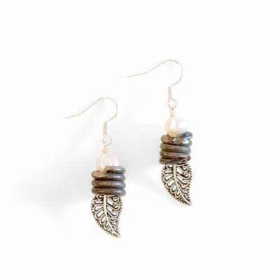 Leaf & snare earrings pearl