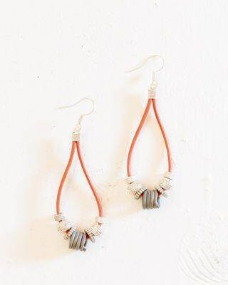 Simple leather & snare earrings in saddle brown